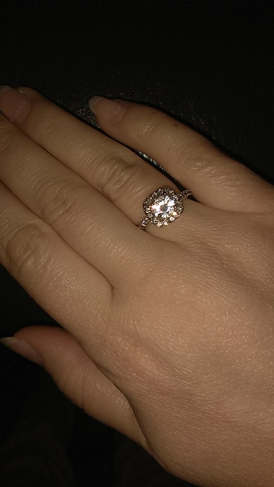 Fashion Luxury Crystal Engagement Ring photo review
