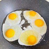 """#美食说出""""新年好""""#美味下饭的家常小炒,辣椒荷包蛋的做法图解4"""