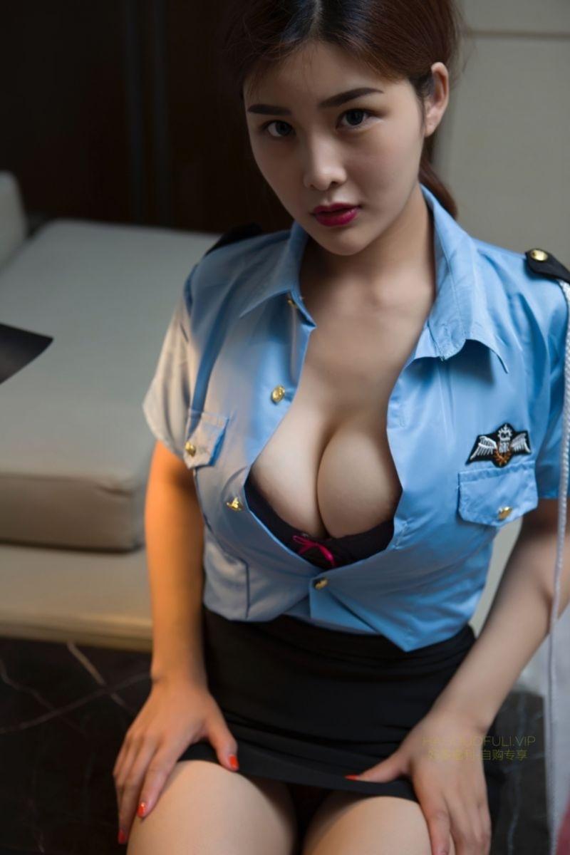 闫盼盼_巨乳教官服 [28P] cosplay 第4张