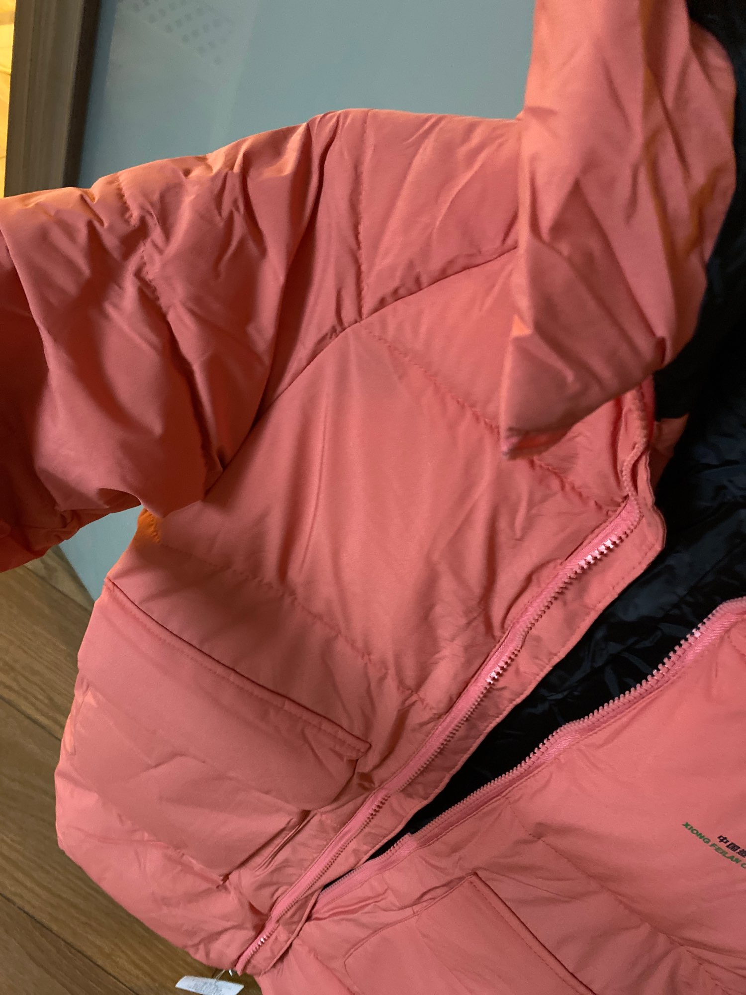 The jacket is very good, for a girl 6, 6 years old, the sleeves are long, but since there is an elastic band at the bottom, it looks good. High collar. The coat is below the knee, we will wear it for the next year for sure. I think you can wear it up to -5. But it's hard to say. I took it for a cold autumn. The color is slightly different, half tone, not as bright