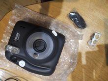 запаковано чудово батарейки запаковані якість фото подобається місце для шнуру є і зліва і