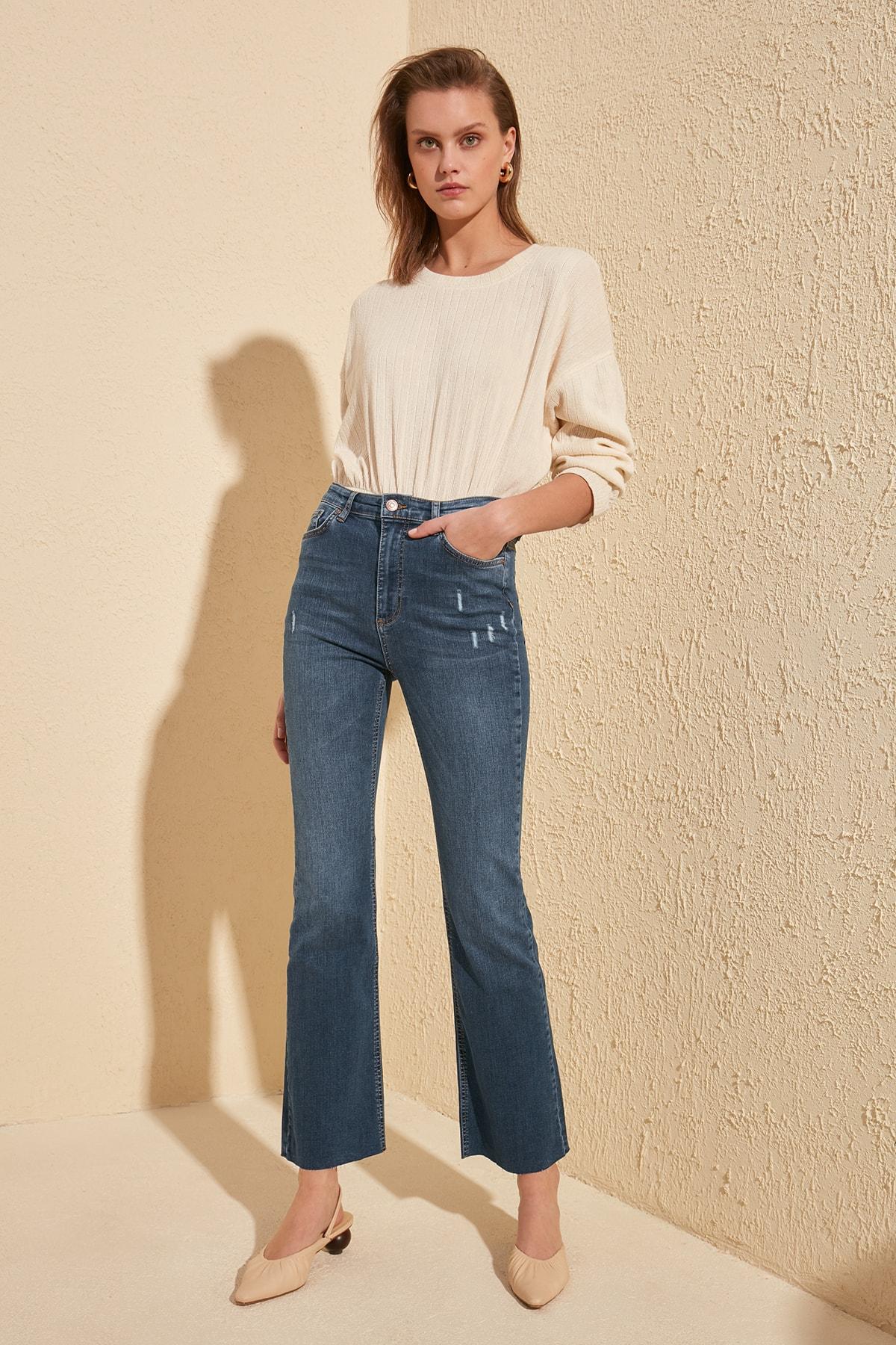 Trendyol Yırtıklı High Waist Crop Flare Jeans TWOSS20JE0092