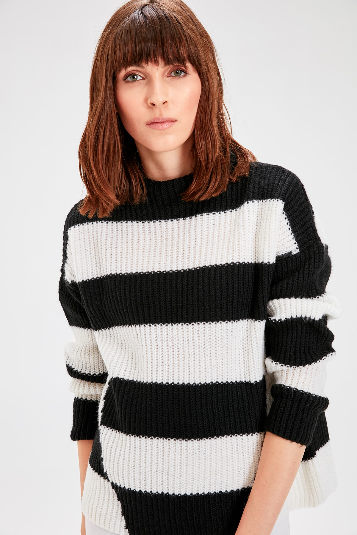 Trendyol Black With Color Block Sweater Pullover TWOAW20KZ0361