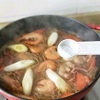 #太太乐鲜鸡汁芝麻香油#大虾培根粉丝煲的做法图解11