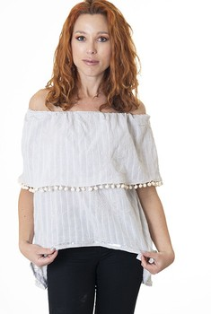 Neck Blouse boat, pearl color. Blouse neckline bardot bambula type tissue with flowers Embroidered. Tassels as adornment. embroidered mesh ruffle bardot top