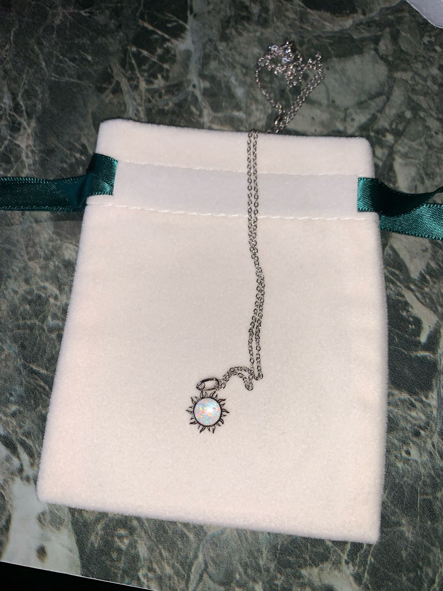Collier Soleil Opale Blanche photo review