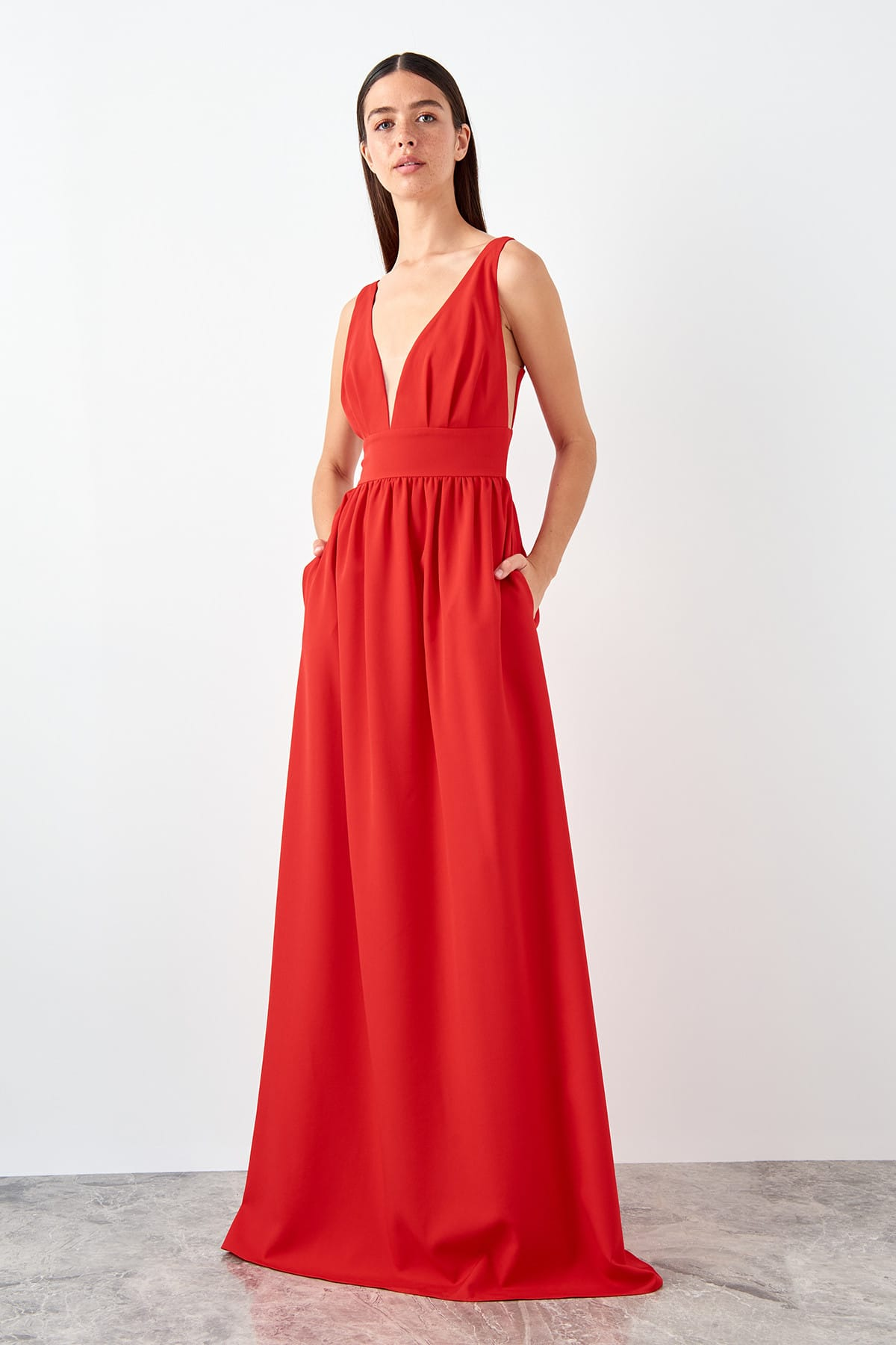 Trendyol Low-Cut Detailed Evening Dress TPRSS19AE0074