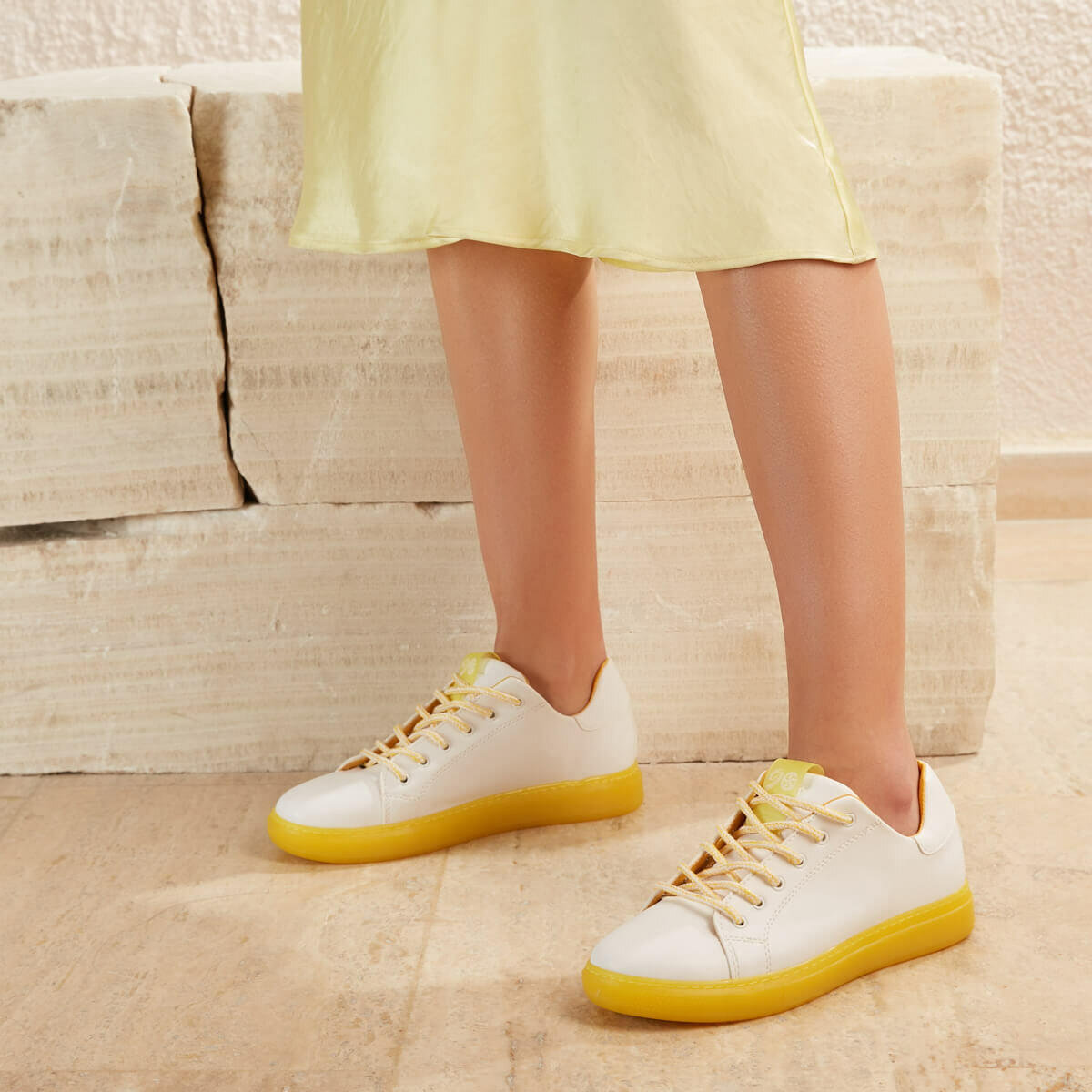 FLO INTER51Z SKIN Yellow Women 'S Sneaker Shoes BUTIGO