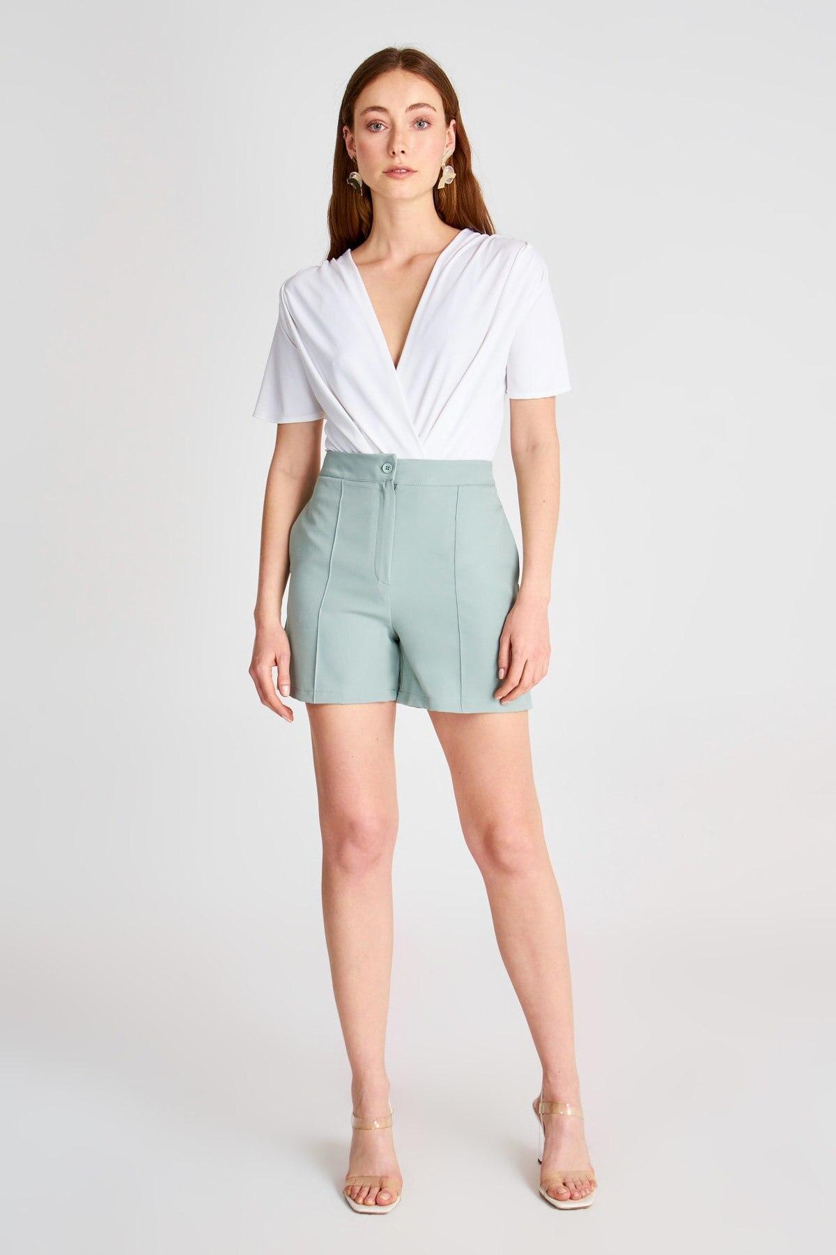 Trendyol Basic Shorts & Bermuda TWOSS20SR0125