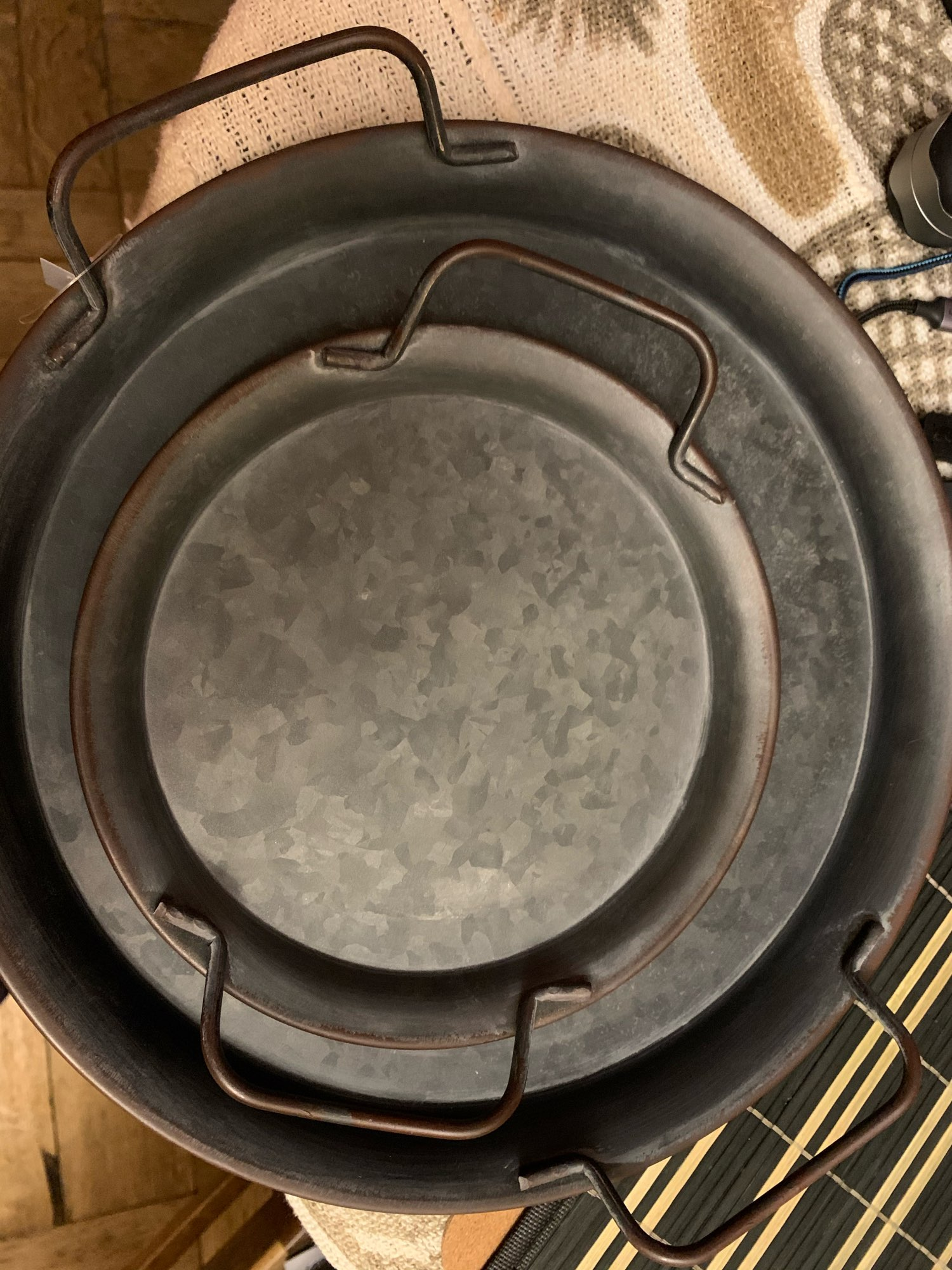 Retro Round Wrought Iron Storage Tray photo review