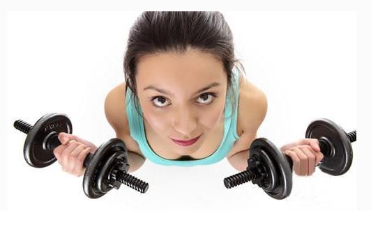 手臂锻炼利用哑铃进行 选择多重的哑铃最好-养生法典