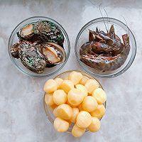 鲍鱼小土豆烧虾球的做法图解1