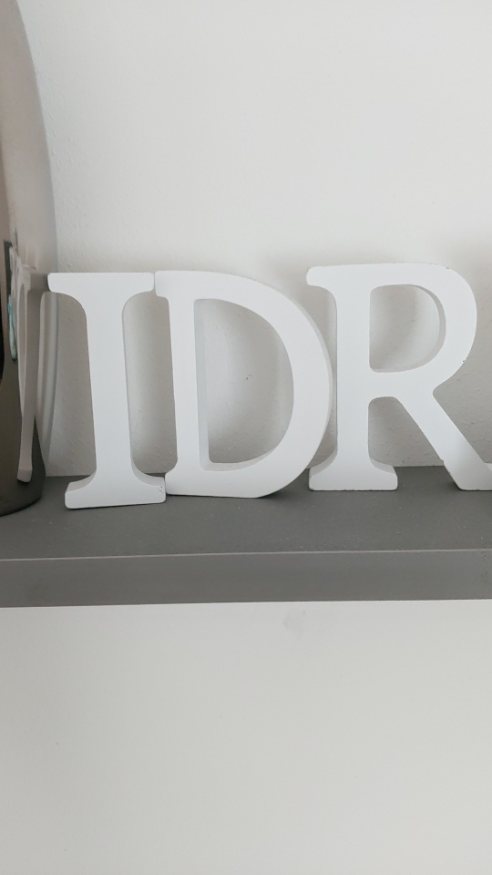 Alfabeto lettera in legno bianco