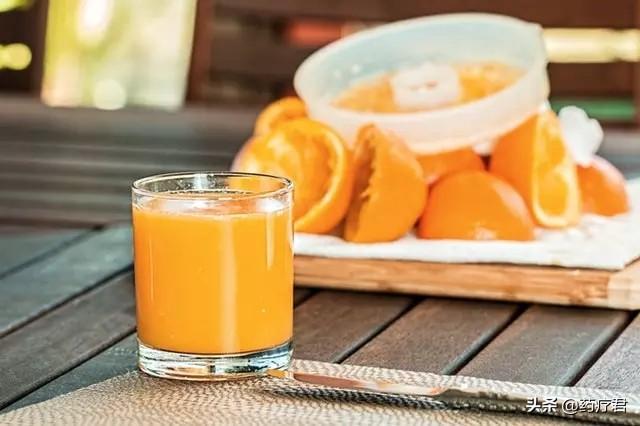 早上空腹喝水很健康养生?权威专家提示:3点不留意,喝过也是白喝!