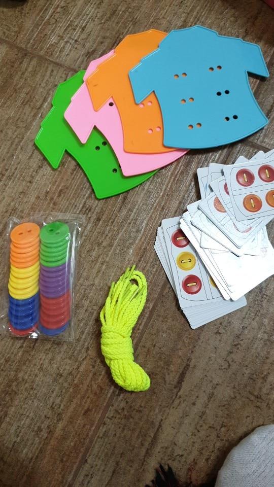 Cor e forma Threading Montessori Sensorial