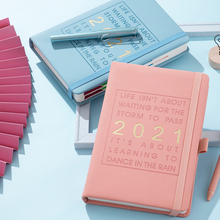 O logotipo feito sob encomenda do planejador do caderno do diário do couro do ano completo imprime notas de papel pegajosas
