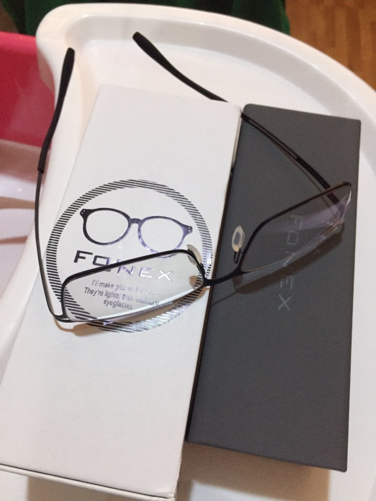 -- Eyewear Eyewear Titânio