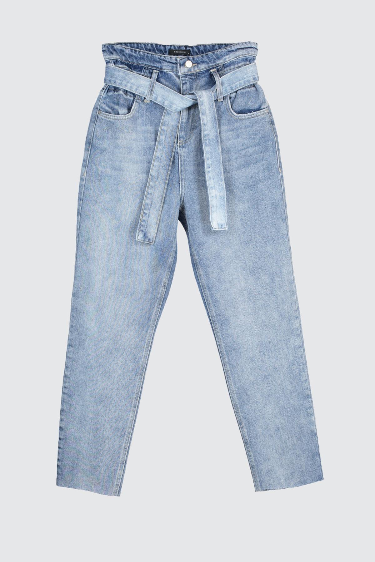 Trendyol Arched Super High Waist Mom Jeans TWOSS20JE0352