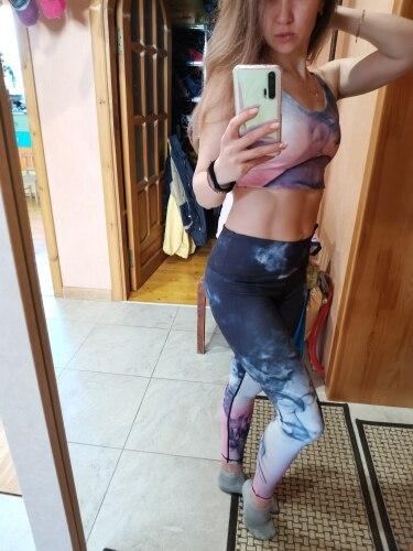 Женская спортивная одежда для занятий фитнесом