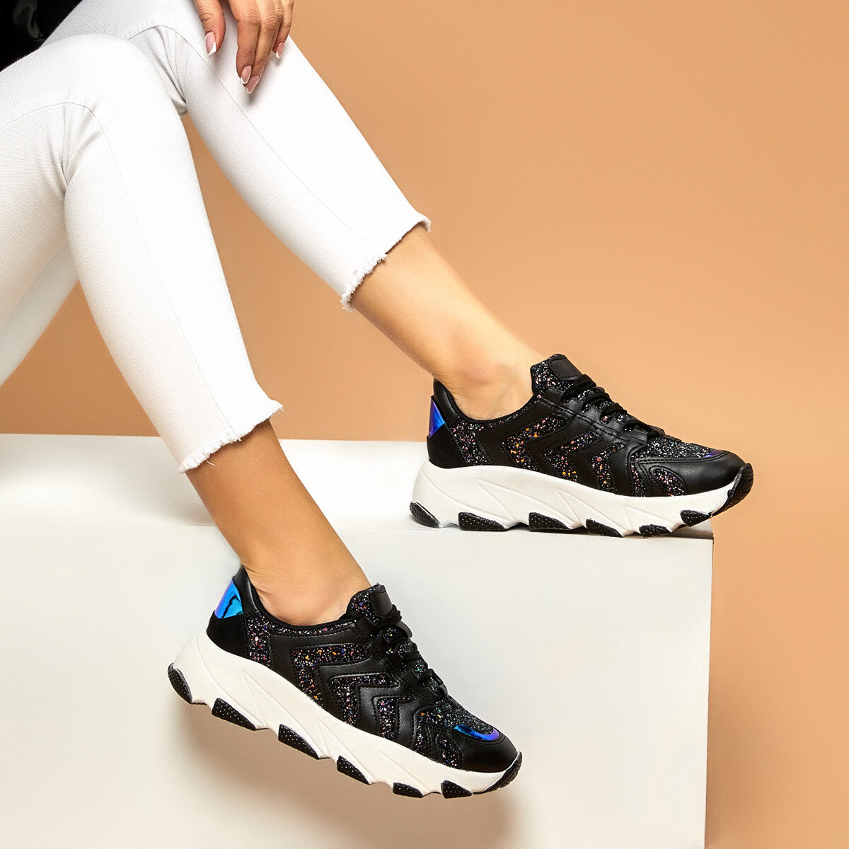 FLO POİSE Black Women 'S Sneaker Shoes BUTIGO