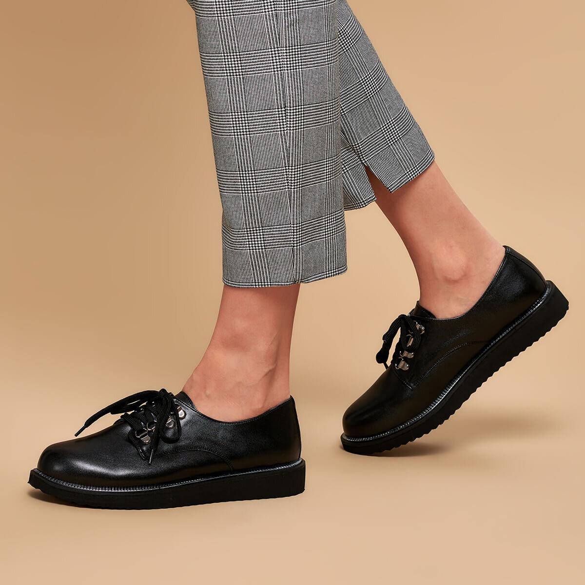 FLO 19K-401 Black Women Oxford Shoes BUTIGO