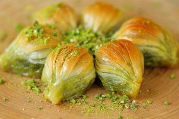 Gulluoglu kształt małży baklawa z pistacją świeżo wyprodukowane NEFIS BAKALAVA smakuje jak usta tanie i dobre opinie Mężczyzna 7-12m DE (pochodzenie)