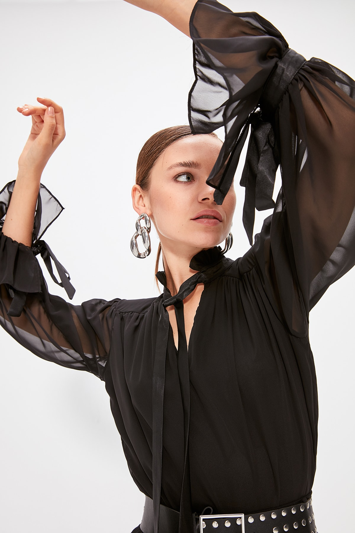 Trendyol Black Ribbon Detail Bluz TPRAW20BZ0428