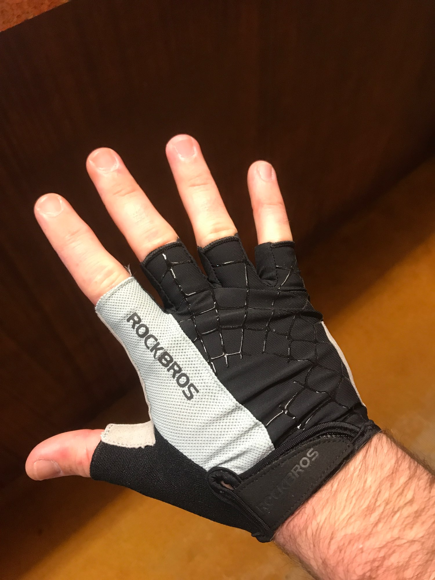 Shockproof Anti-Slip Unisex Cycling Half-Finger Gloves photo review