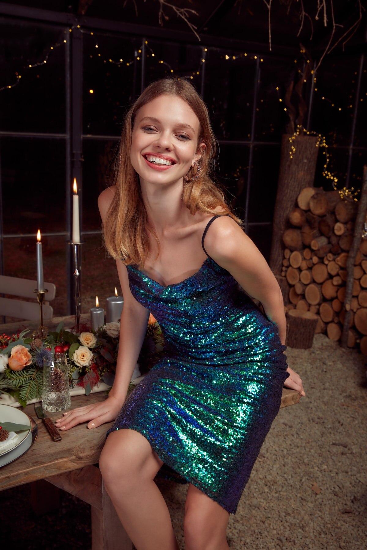 Trendyol Sequined Funnel Collar Dress TPRAW20EL1559