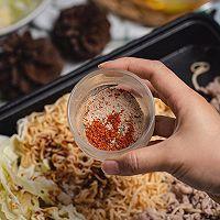超级好吃的泰式小吃猪肉末炒方便面的做法图解12