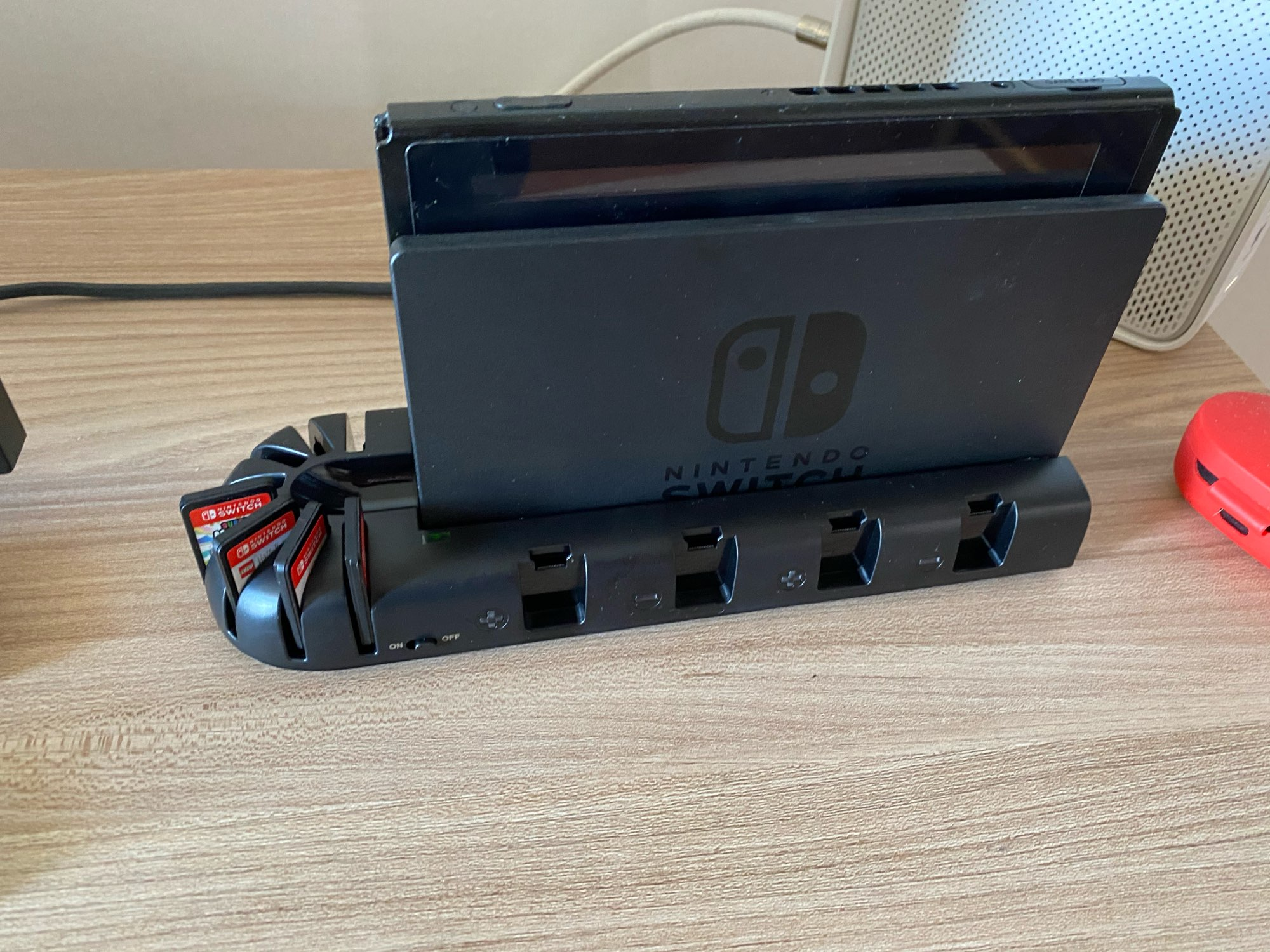 Nintendo Switch  4 Port Controller Charger + 8 Game Slots photo review
