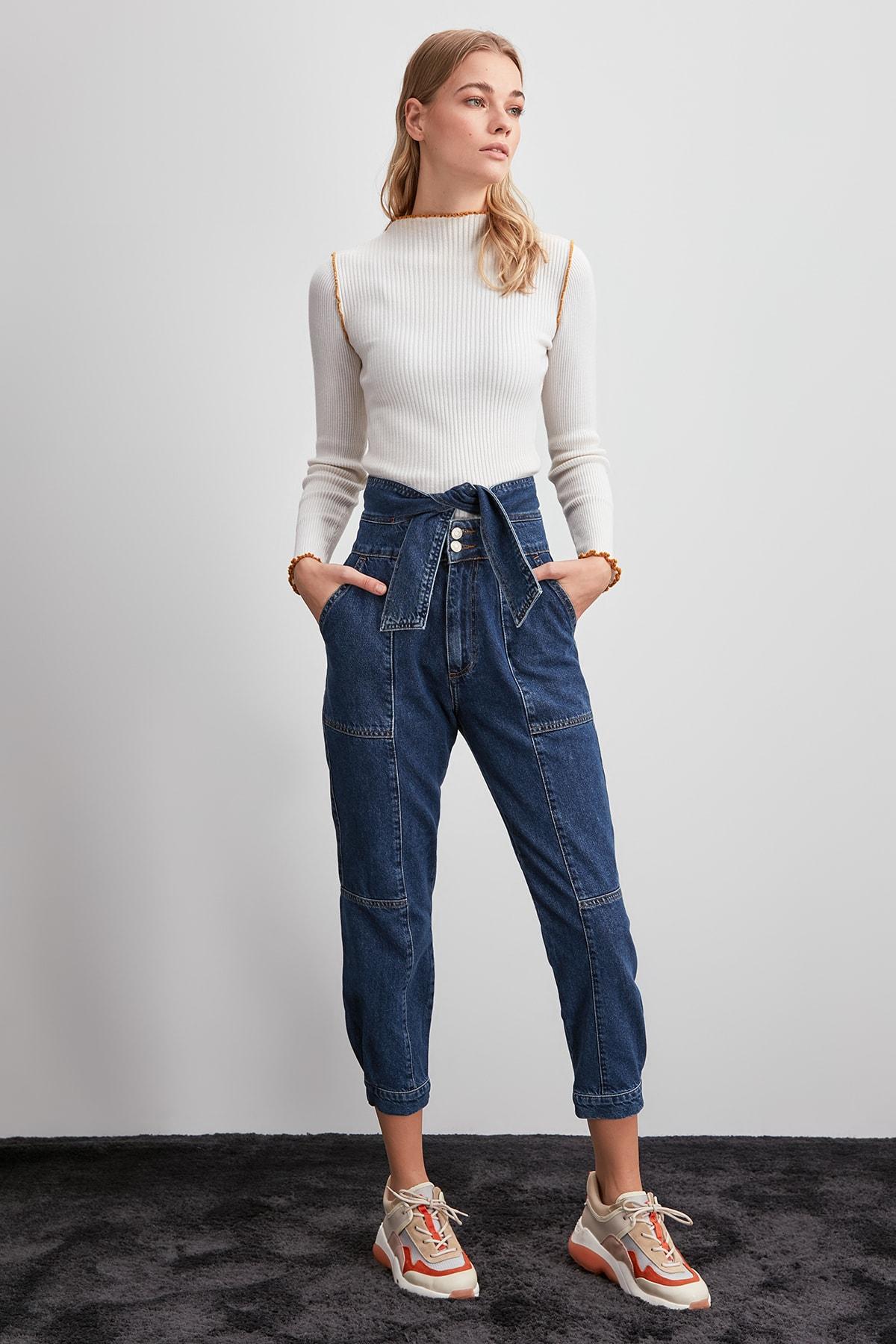 Trendyol Arched Stitch Detail High Bel Mom Jeans TWOAW20JE0292