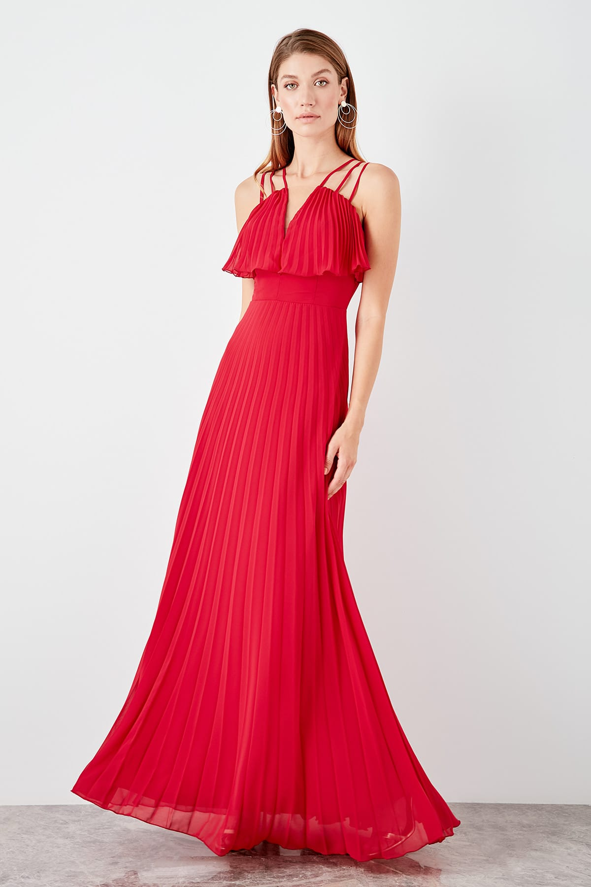 Trendyol Low-Cut Detailed Piliseli Evening Dress TPRSS19AE0052