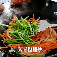 #百变鲜锋料理#胡萝卜洋葱炒羊肉的做法图解12
