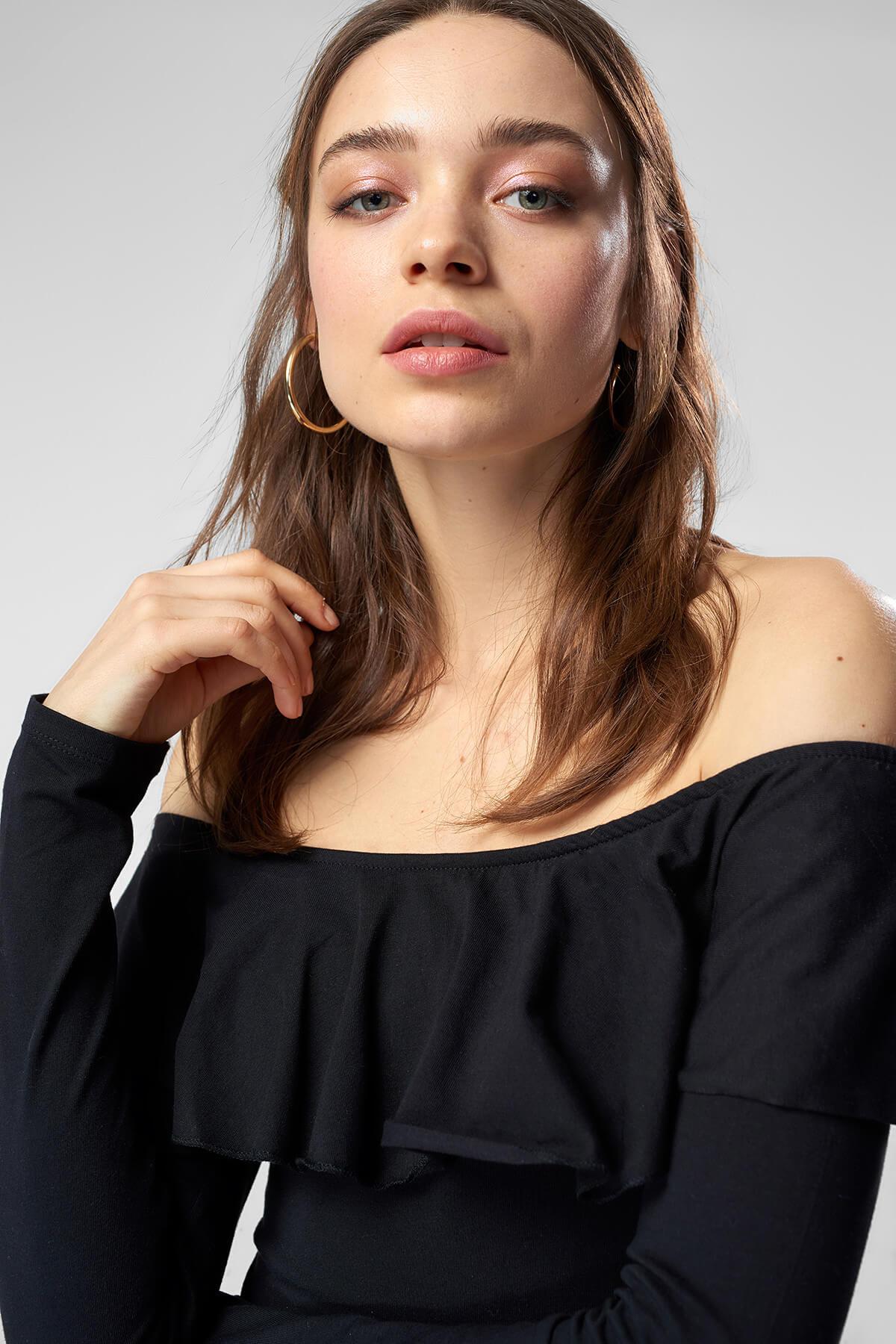 Trendyol Ruffle Detail Carmen Collar Knitted Body TCLSS18UJ0084