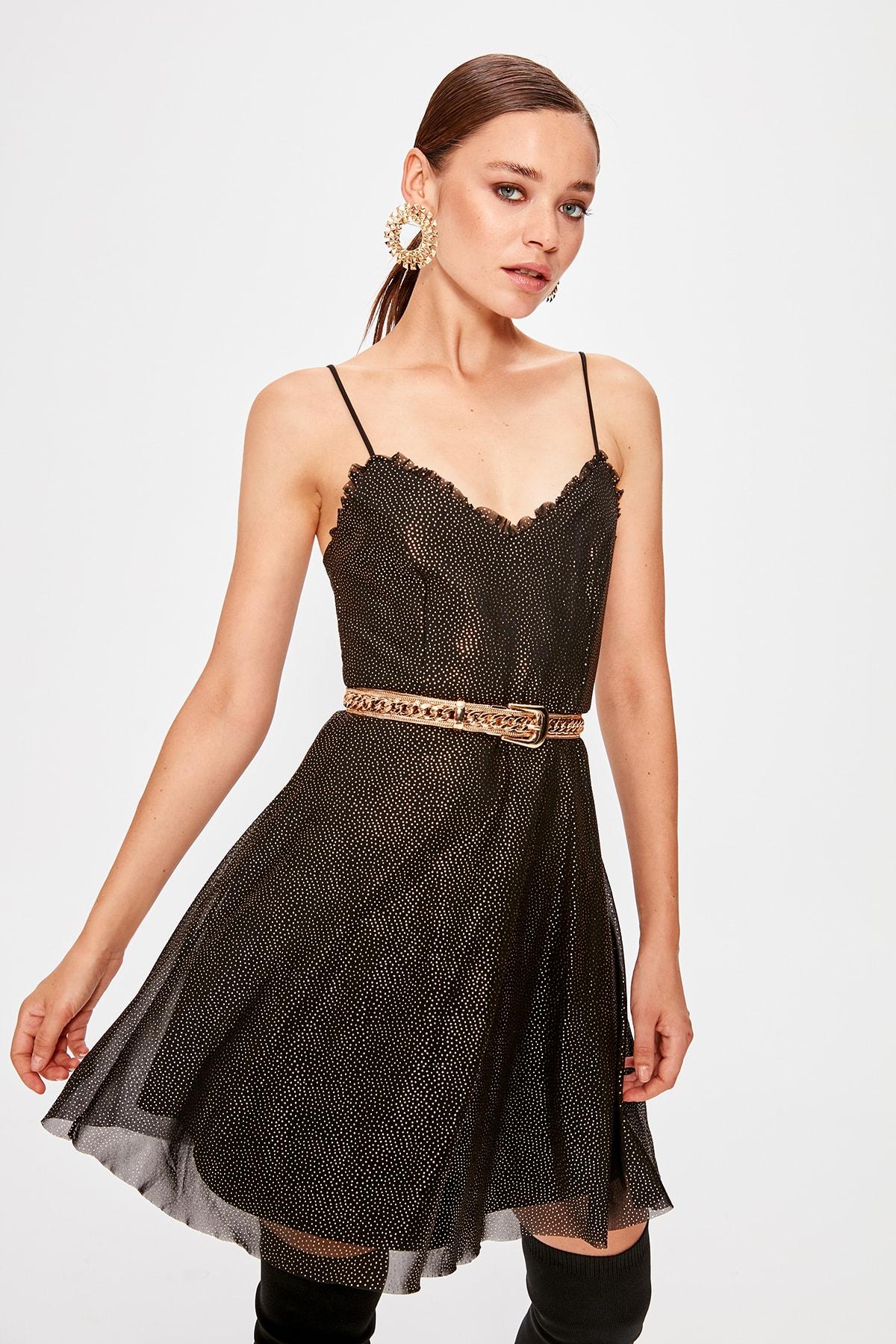Trendyol Black Tulle Detailed Dress TPRSS19BB0514()