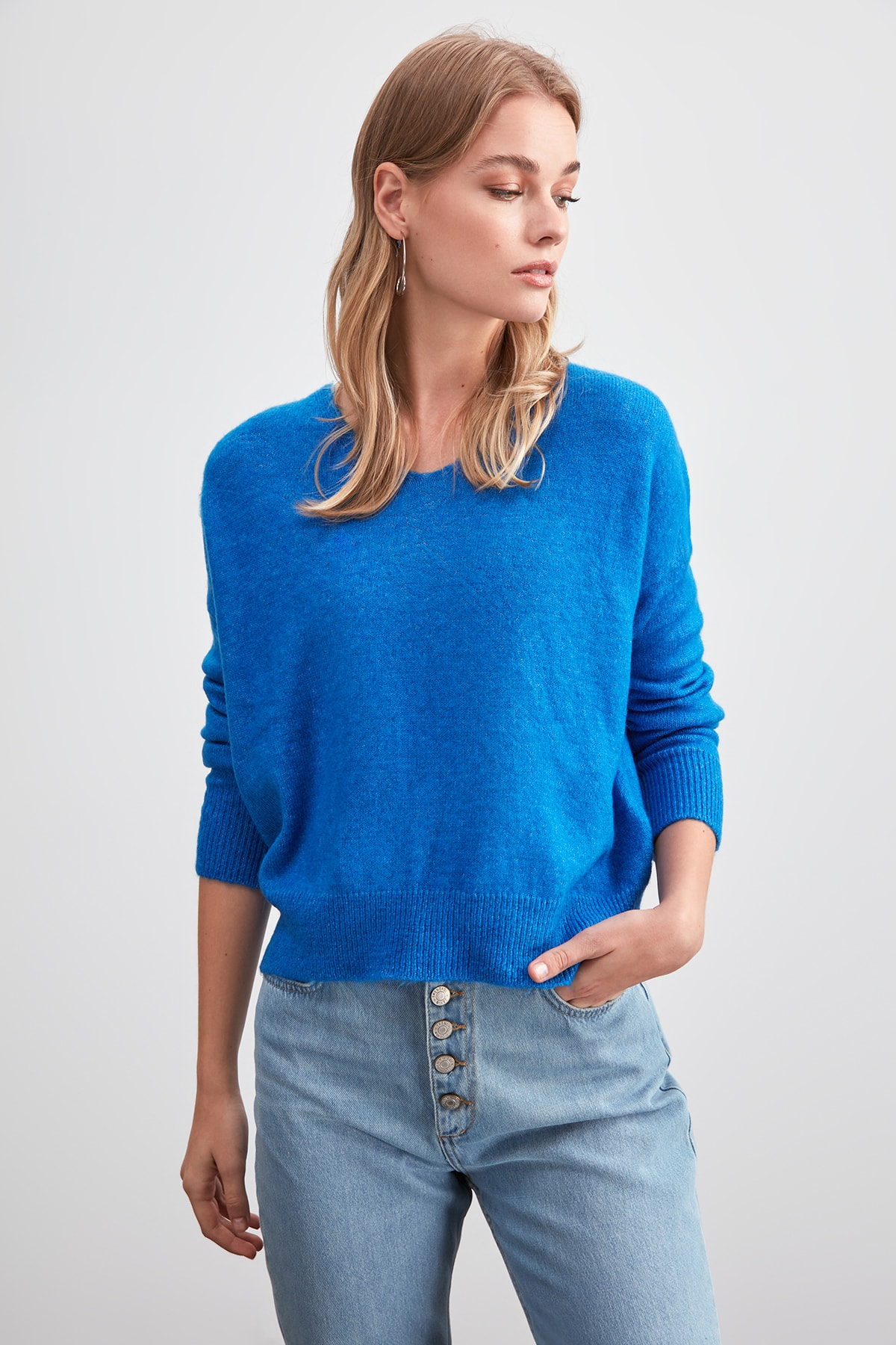 Trendyol V-Neck Knitwear Sweater TWOAW20KZ1436