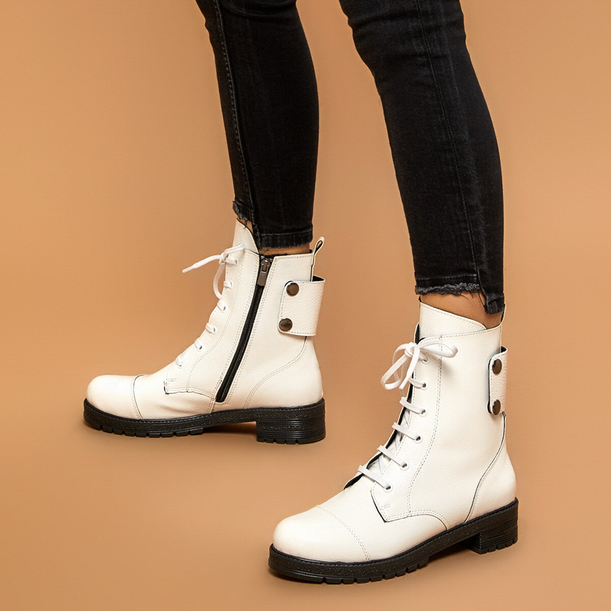 FLO SIDE White Women 'S Boots BUTIGO