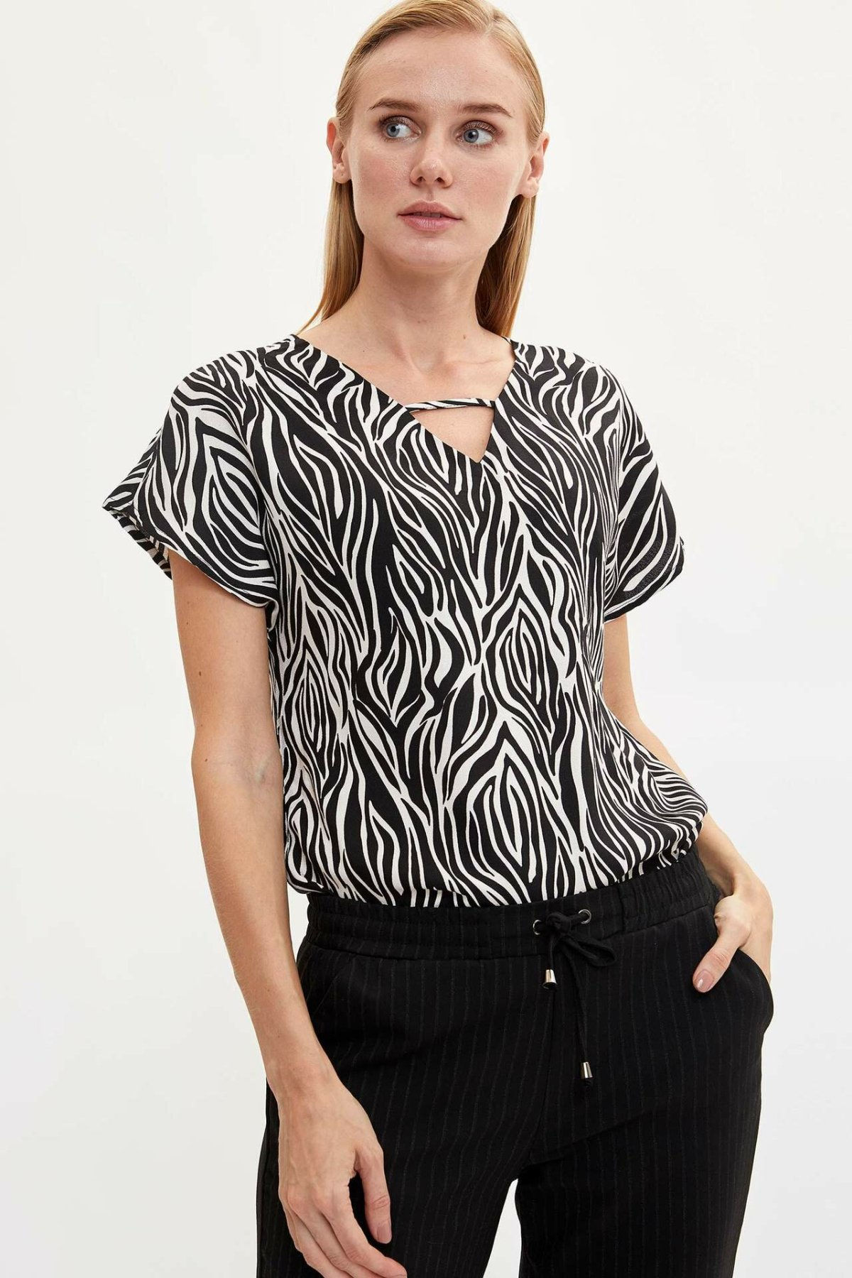DeFacto Woman Summer White Black Striped Blouse Women Casual V-neck Shirts Lady Short Sleeve Blouse-M1949AZ19AU