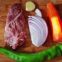#百变鲜锋料理#胡萝卜洋葱炒羊肉的做法图解1