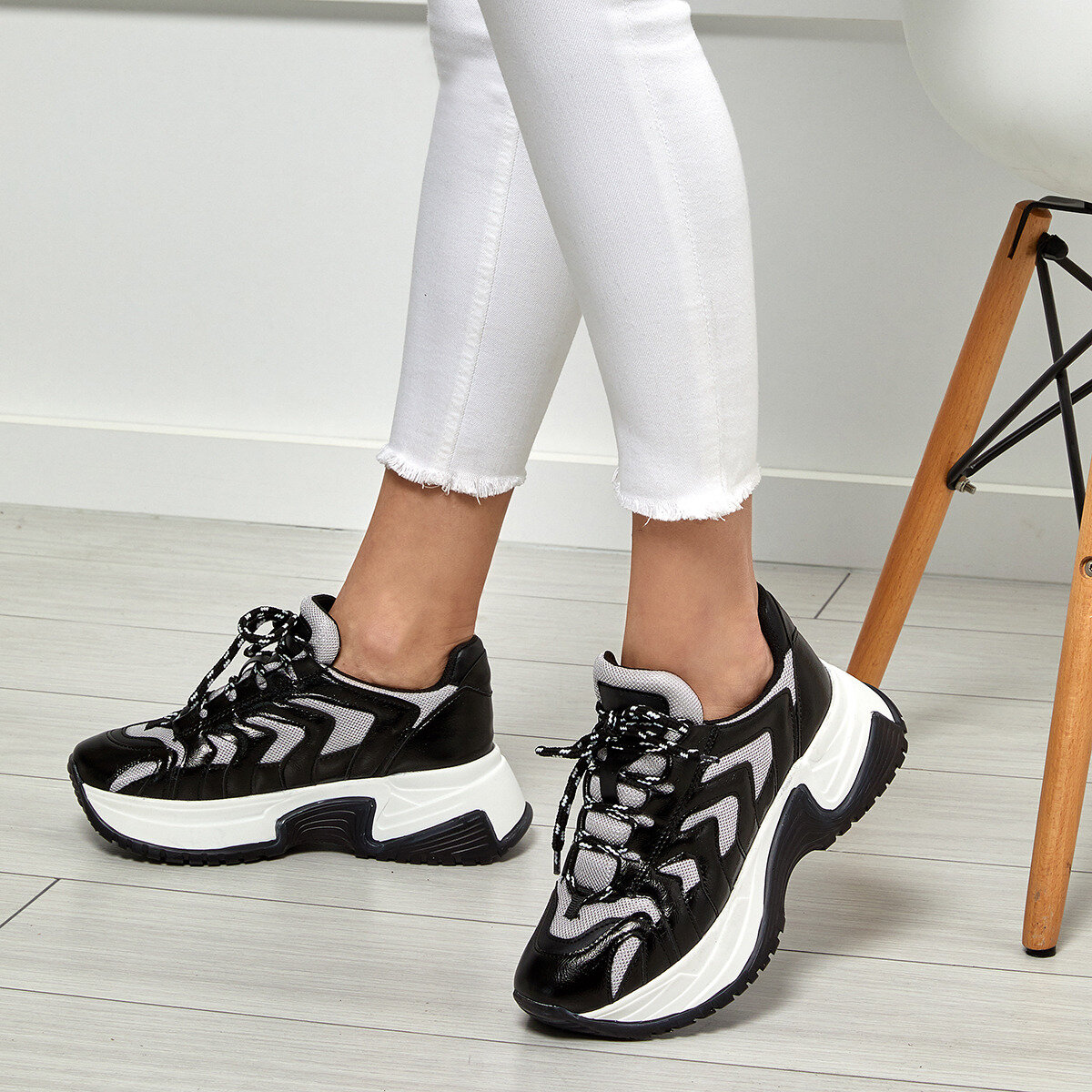 FLO 19SF-2056 Black Women 'S Sneaker Shoes BUTIGO
