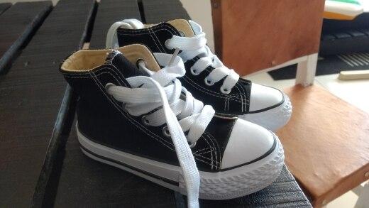 -- Meninos Crianças Sapatos