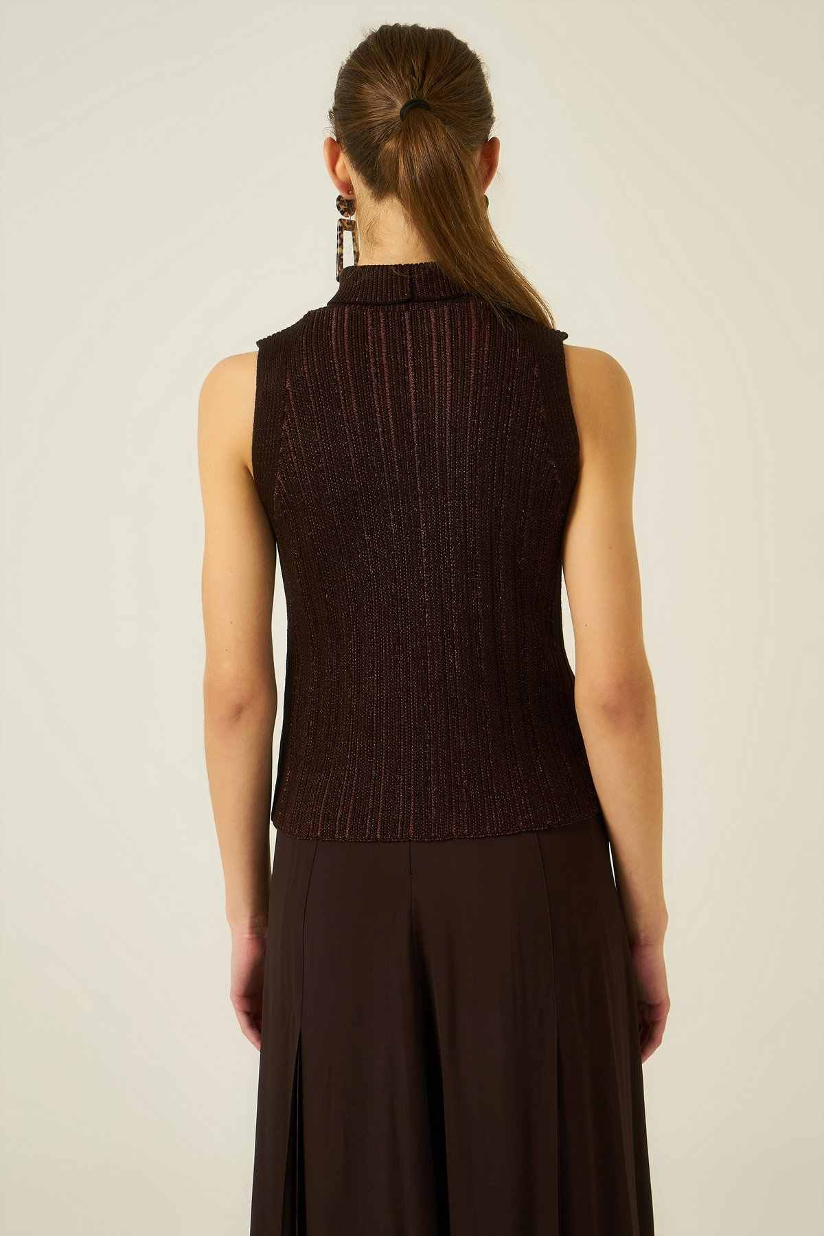 Joinus Knitted Vest With Roll Neck Brown