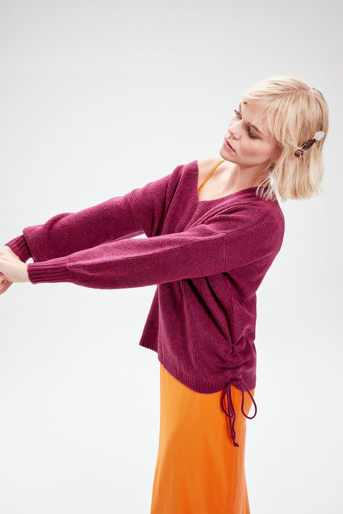 Trendyol WOMEN-Plum Red V-Neck Lacing Detailed Knitwear Sweater TWOAW20XS0030