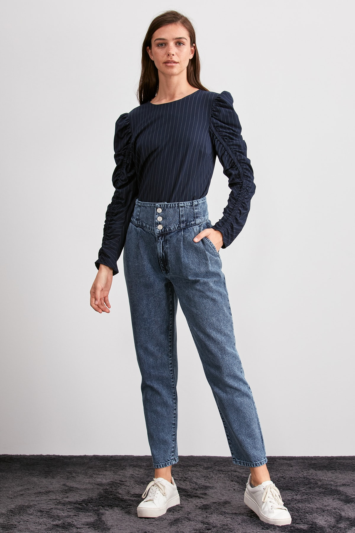 Trendyol Front Button Super High Waist Mom Jeans TWOAW20JE0337