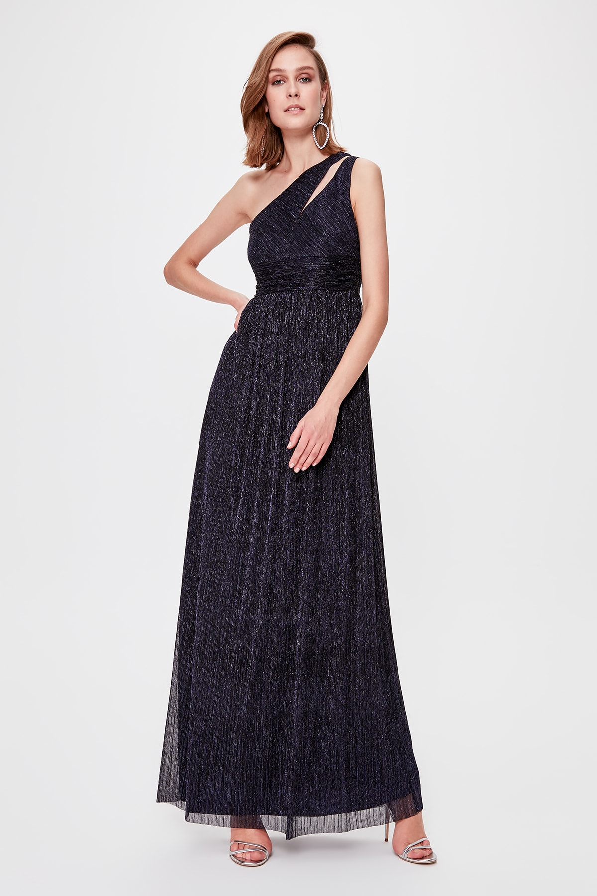 Trendyol Low-Cut Detailed Evening & Prom Gown TPRSS20AE0038