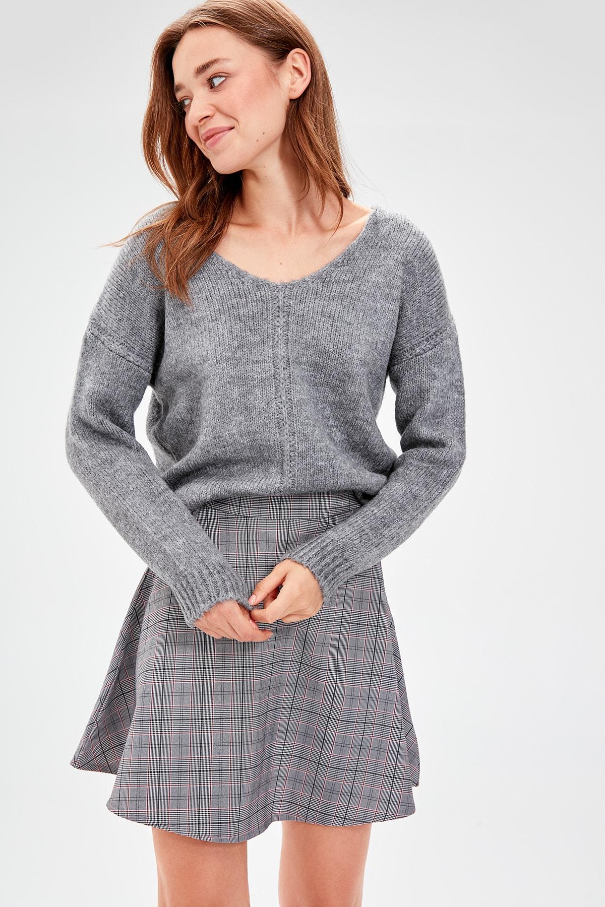 Trendyol Gray V-Neck Knitwear Sweater TWOAW20JK0037