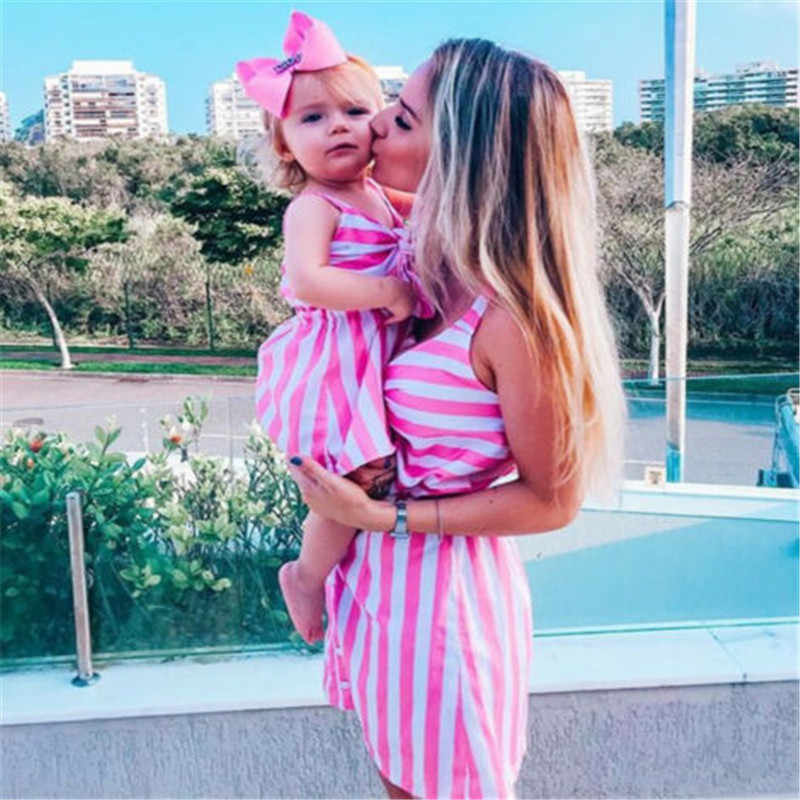 2019 nueva moda verano ropa familiar madre hija sin mangas rayas arco vestidos algodón ropa linda