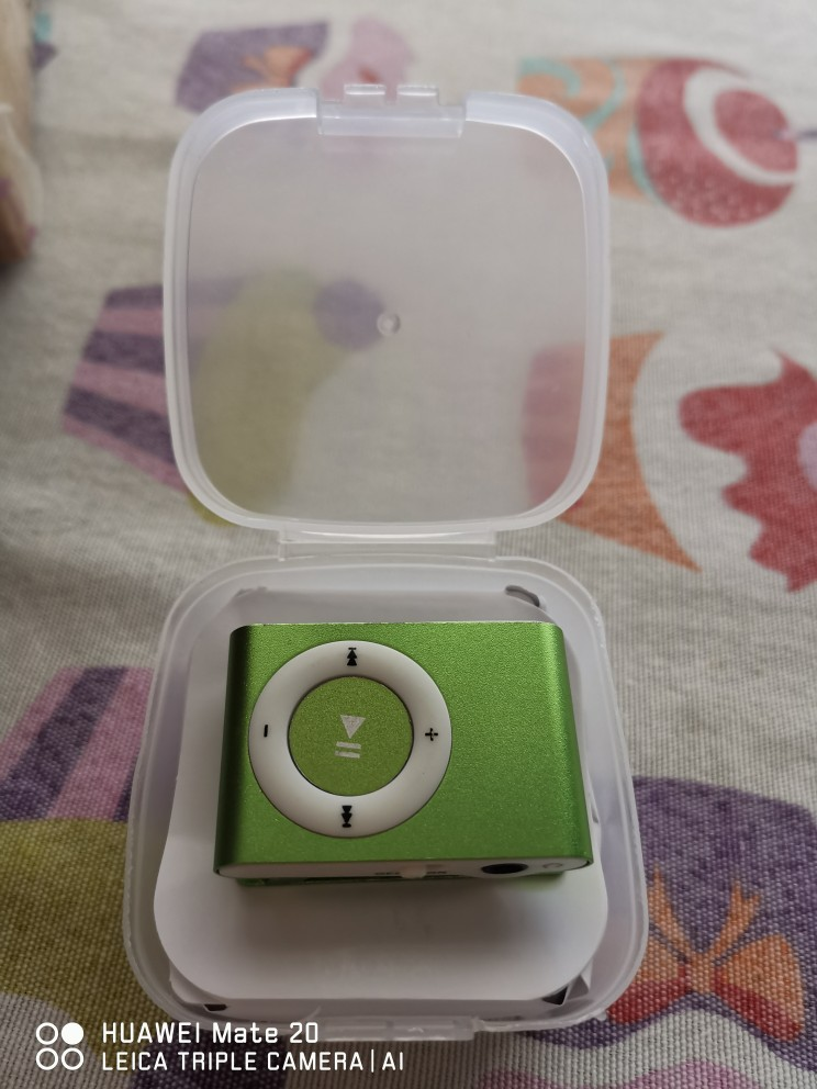 Lote de 10 MP3 Player con Clip + Auriculares + Cable USB en Caja regalo