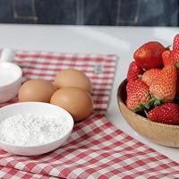 被刷屏的蛋糕----草莓***--感受少女的甜蜜的做法图解1